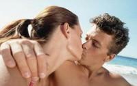 couple kissing 17