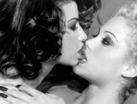 women kissing 15