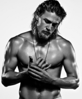 charlie hunnam shirtless