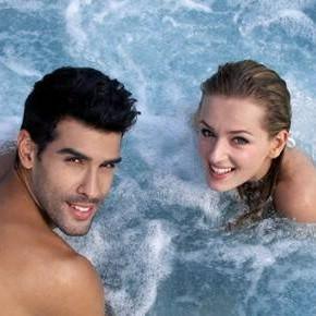 couple hot tub 3