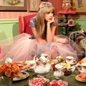 taylor swift tea and cookies