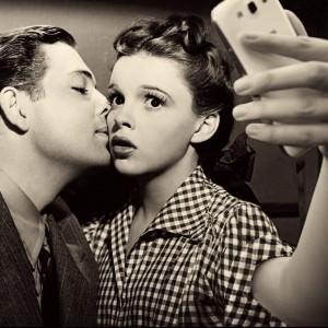 kiss selfie