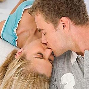 couple kissing 24