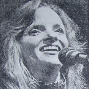 woman singing 3