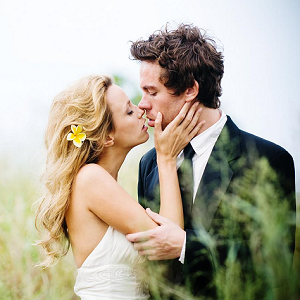 couple kissing 25