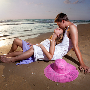 couple kissing beach