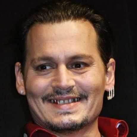 Photo Blind Item 6 Johnny Depp Cologne