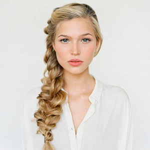 woman side braid