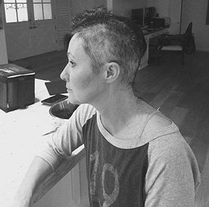 shannen doherty shaved head