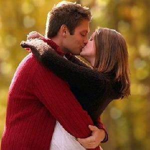 couple-kissing-29