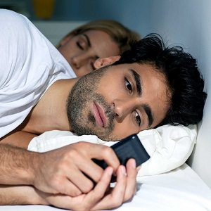 man-texting-in-bed