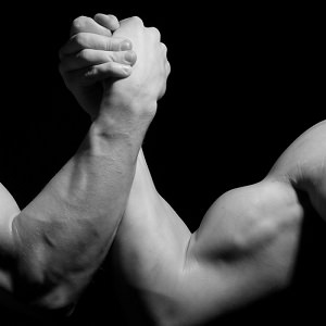 men-arm-wrestling